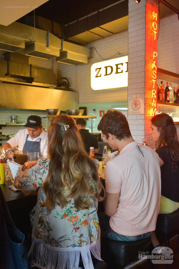 Ambiente - Z Deli Sandwich Shop