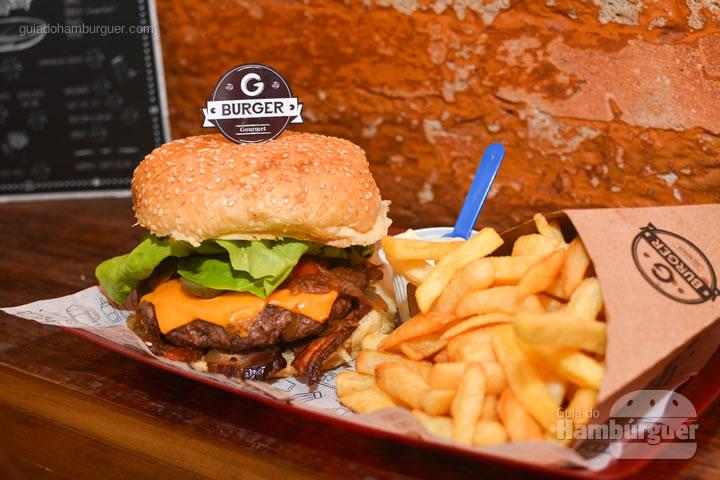 Combo depois de desembrulhar o burger - G Burger