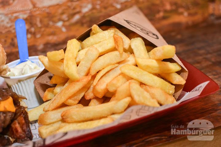 Fritas no cone, dá pra passar lá pegar uma dessa e curtir - G Burger