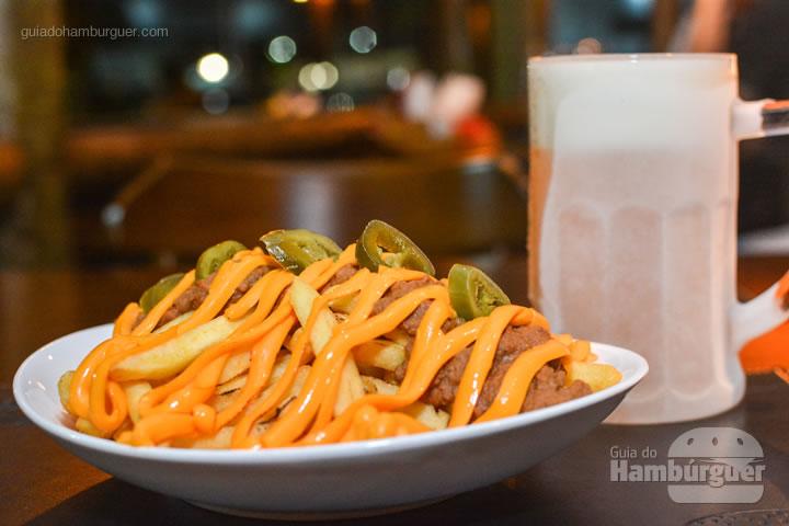 Chilli Fries com caneca congelada de chopp - Paulista Burger em São José dos Campos
