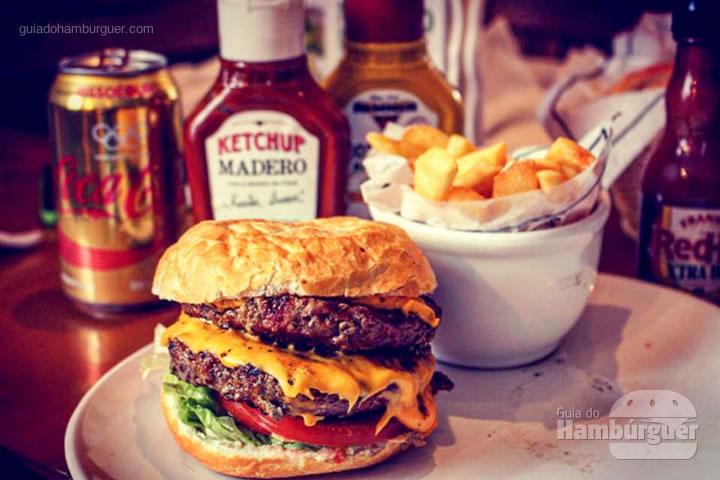 Cheese Burger Super com dois hambúrgueres - Madero por Lelê Gianetti