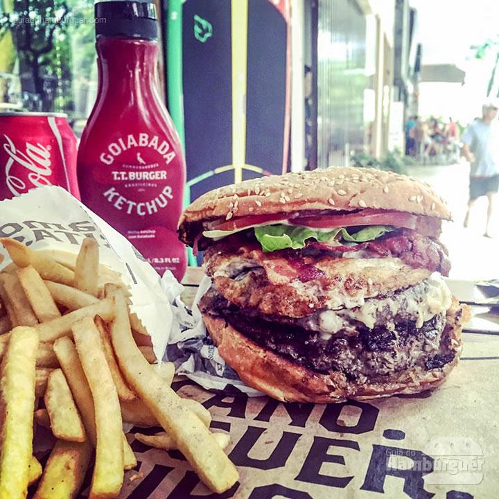 T.T. Zão + bacon + ovo - T.T. Burger por Lelê Gianetti