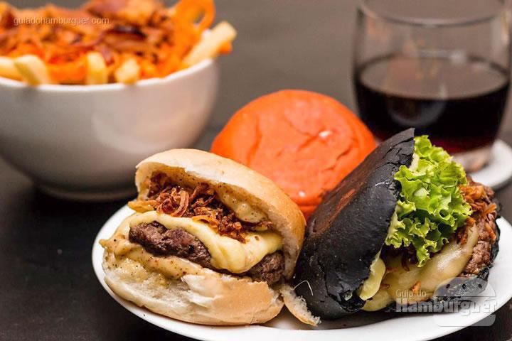 Mini burgers acompanhados de fritas cheddar e bacon - Rodízio de hambúrguer na Hamburgueria Artesanal