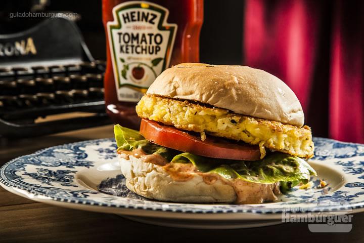 Hambúrguer de siri empanado, tomate caqui, alface e maionese rose levemente apimentada – R$ 27 - Nico Hamburgueria