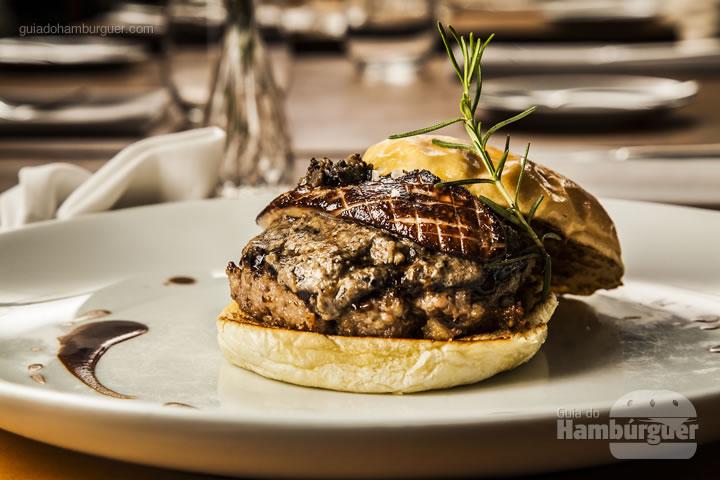 pão de brioche, hambúrguer, molho périgueux, foie gras e duxelle de cogumelos - R$ 65 - Sympa