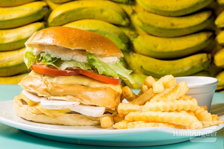 Pão de brioche com duplo cheeseburguer de picanha com tomate grelhado, cogumelos salteados e maionese de bacon. R$ 37,90  - Bibi Sucos