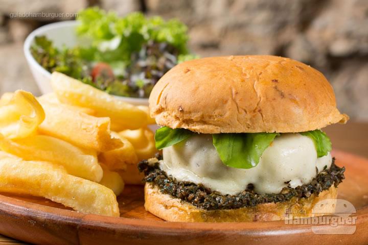 All i want is you (U2) (foto)</strong> Hambúrguer de 200gr de um blend de fraldinha e patinho recheado com mussarela búfala, servido no pão de tomate seco com pesto de manjericão e rúcula acompanhado de batata frita ou chips de aipim e salada da casa. R$ 36,90 &#8211; Casarão 1903&#8243; class=&#8221;aligncenter size-medium&#8221; /></a><strong>All i want is you (U2) (foto)</strong> Hambúrguer de 200gr de um blend de fraldinha e patinho recheado com mussarela búfala, servido no pão de tomate seco com pesto de manjericão e rúcula acompanhado de batata frita ou chips de aipim e salada da casa. R$ 36,90 </p> </p>                                                          <hr/> <h3 class=