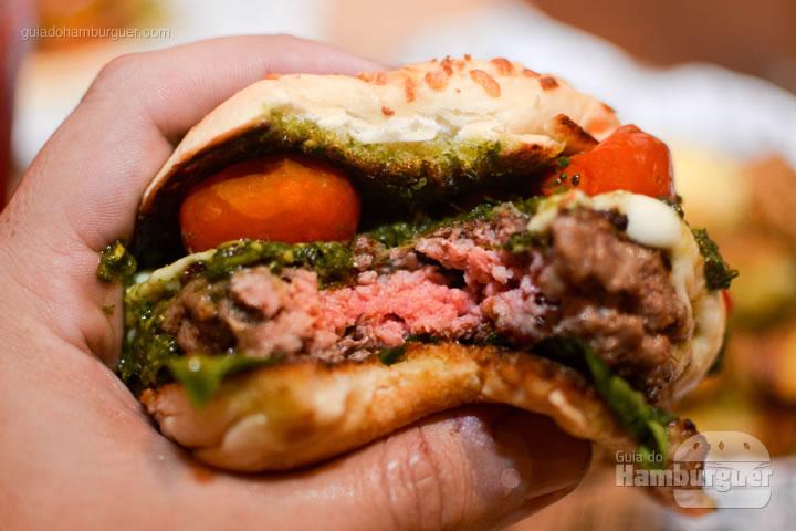 Ponto da carne bem rosada - BFactory Hamburgueria em Santo André