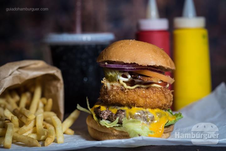 Ogroburger carne Angus 140g, queijo camembert empanado, alface, tomate, cebola roxa, picles da casa, ketchup, mostarda dijon e maionese por R$ 34,10 - Burger Joint