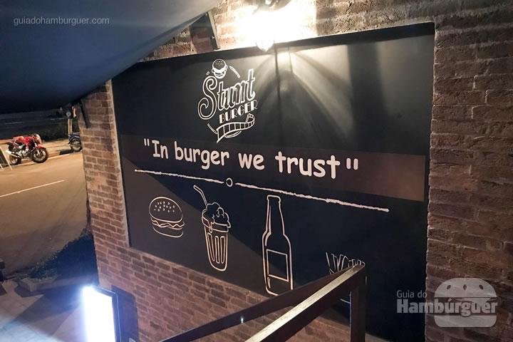Subindo as escadas - Stunt Burger