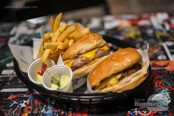 Nossos burgers e fritas - Stunt Burger