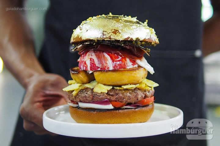 Hambúrguer em pão folheado a ouro 24k - Chef holandês Diego Buik cria hambúrguer para ser o mais caro do mundo