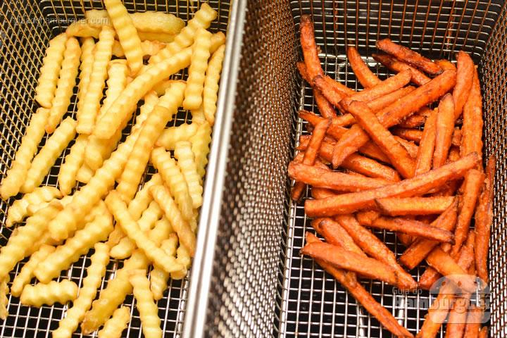 Fritas onduladas e doces - Burger Shop