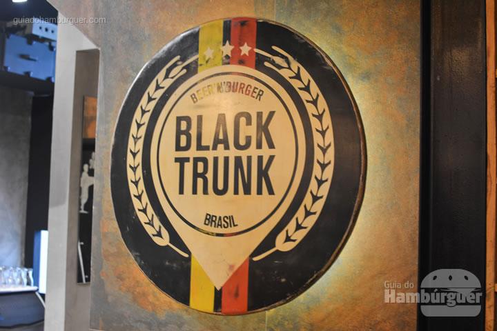 Entrada - Black Trunk