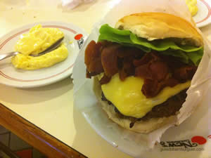 New`s burger: cheese salada (x-salada) bacon de 180g - New`s Lanchonete