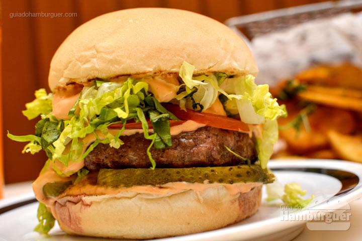 De pertinho - M.A.T. o hambúrguer com molho secreto, alface e tomate chega à Lanchonete da Cidade