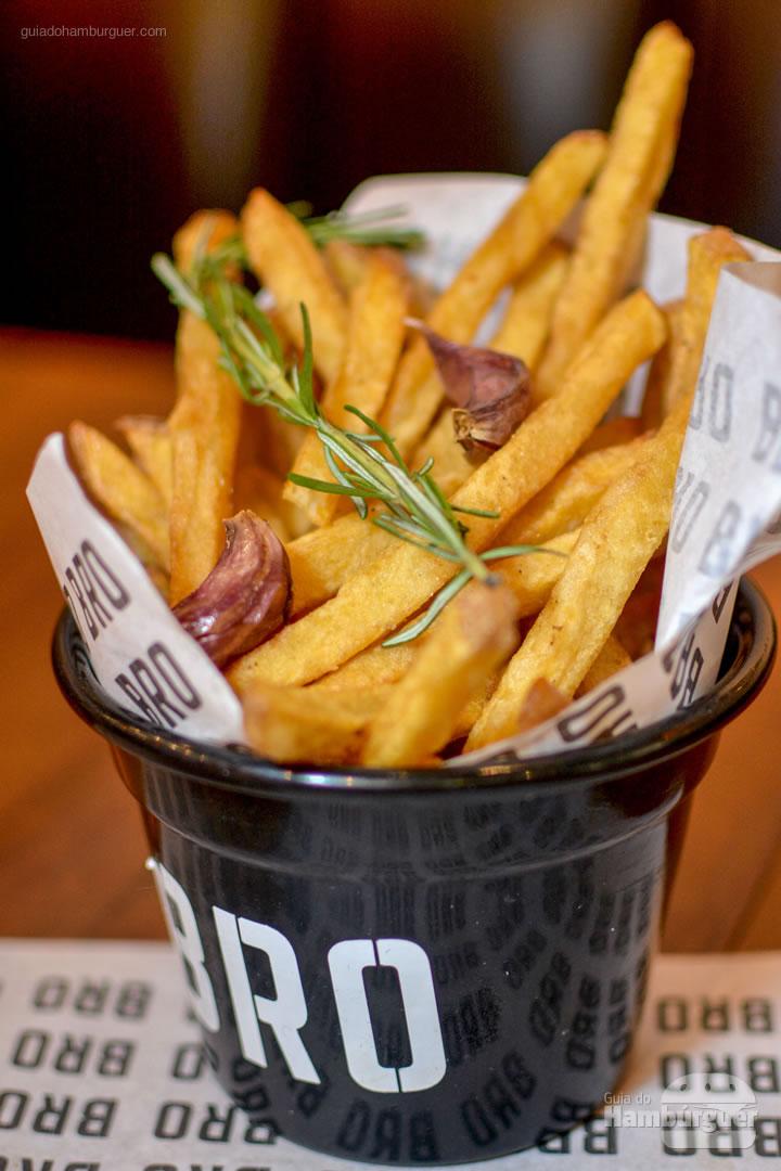 Fritas com alercim e alho - Novo cardápio Bro Burger