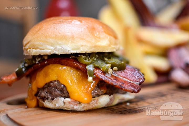 Iron Burger com jalapeño - Bendito Rock Burger, hamburgueria e cervejaria artesanal