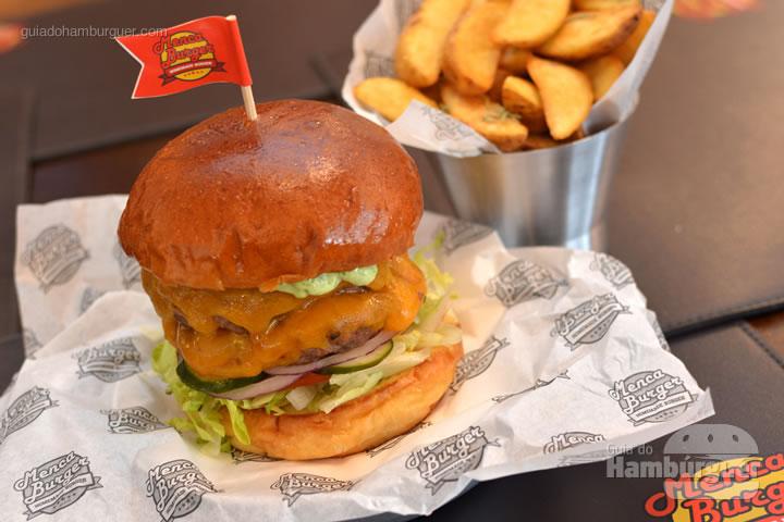 Menca Burger, batizado com o nome da casa - Menca Burger