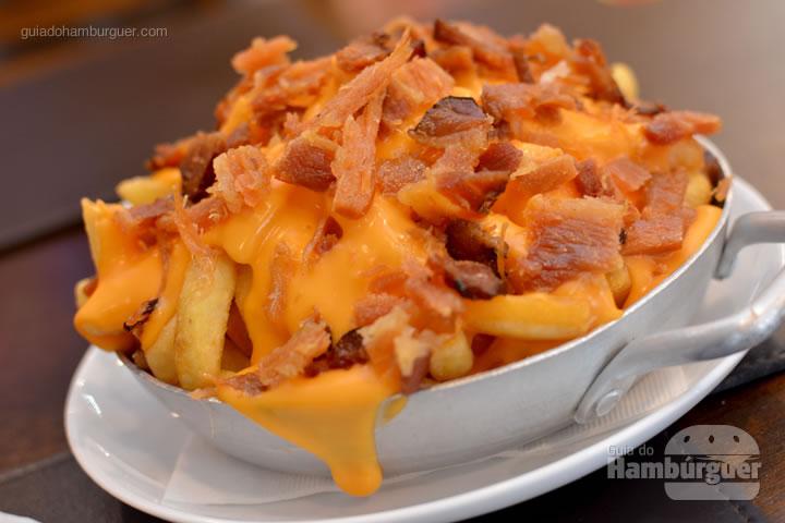 Fritas com cheddar e bacon - Menca Burger