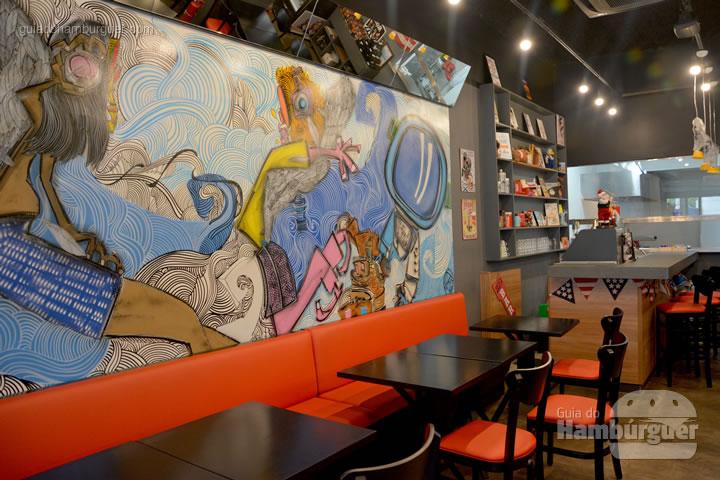 Graffiti e os sofás vermelhos - Burger ID