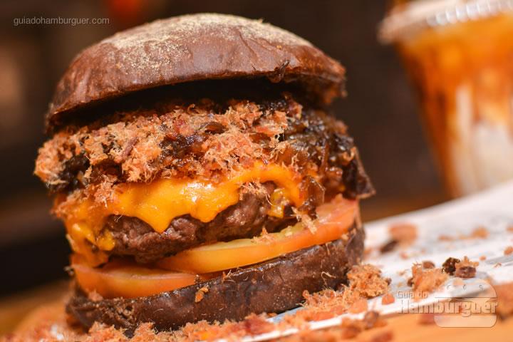 Hambúrguer acompanhado de milkshake de paçoca - Stage Burger