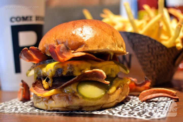 Cheesebacon duplo com bebida e porção de fritas  - Raw Street Burger