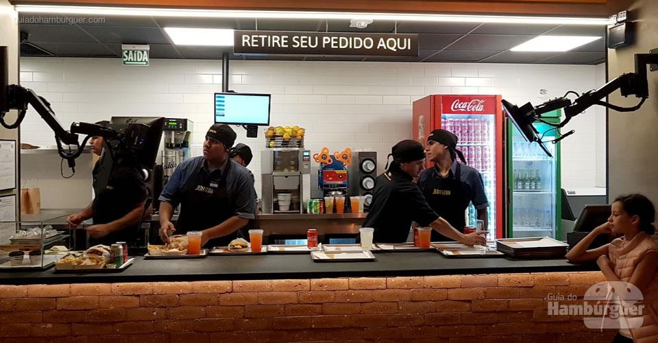 Balcão de retirada  - Jerônimo, o fast-food da rede Madero