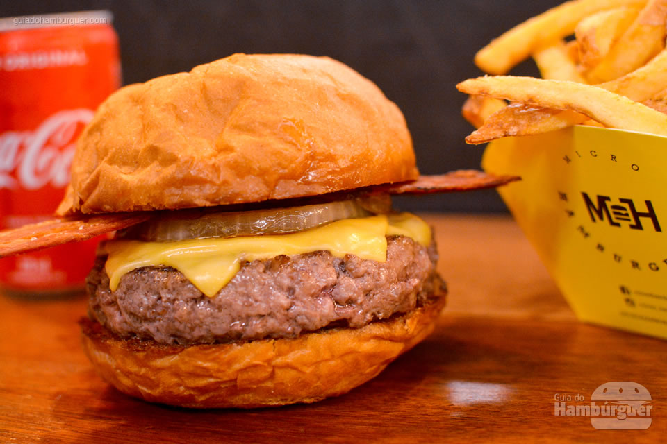 Cheesebuger com bacon e cebola - Micro Hamburgueria