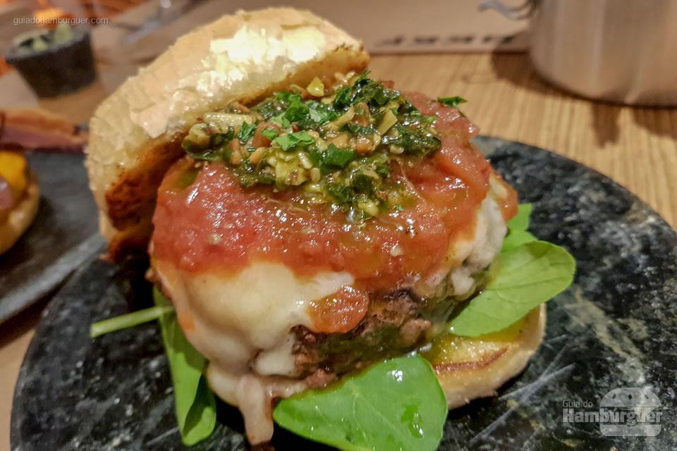 Hambúrguer que leva o nome da casa - Beef Burger & Beer