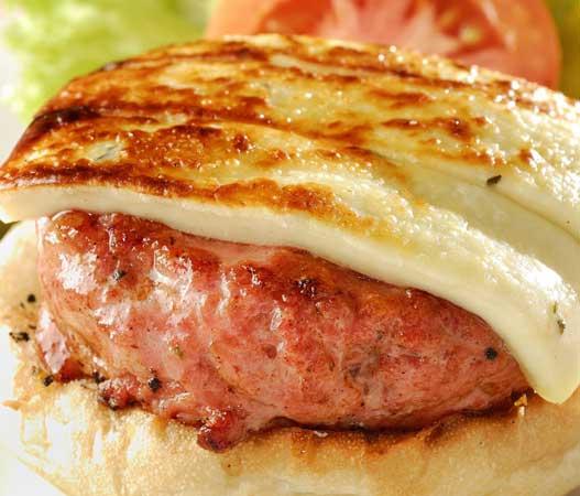 Harlem: PJ`s Burger de linguiça toscana, queijo coalho, alface e tomate