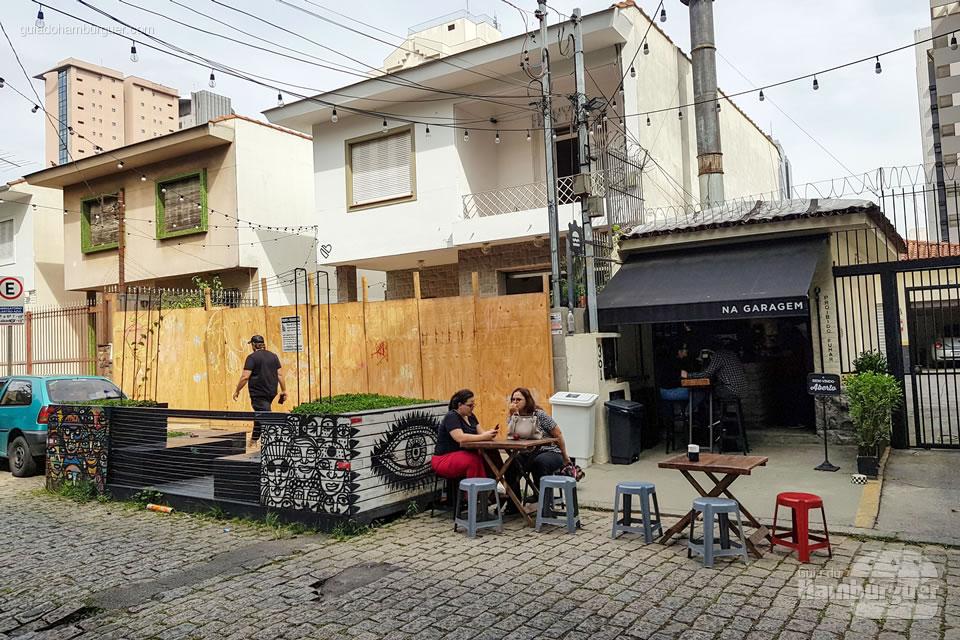 Vista da rua - Na Garagem Hamburgueria - São Paulo - SP