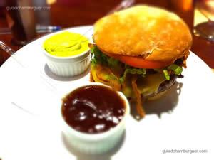 Chipotle (levemente picante), Receita exclusiva com Tabasco Chipotle. Burger de fraldinha, envolto em bacon crocante, sobre fatias de cebola na chapa com molho especial, cebola a dorê, alface picado, tomate fresco no pão ciabatta ou pão de hambúrguer tradicional - General Prime Burger