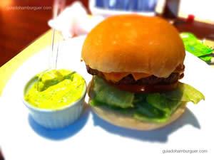 Prime Angus, Burger feito com picanha Angus, queijo prato ou cheddar, alface, tomate e panceta. Servido no pão de hambúrguer tradicional - General Prime Burger