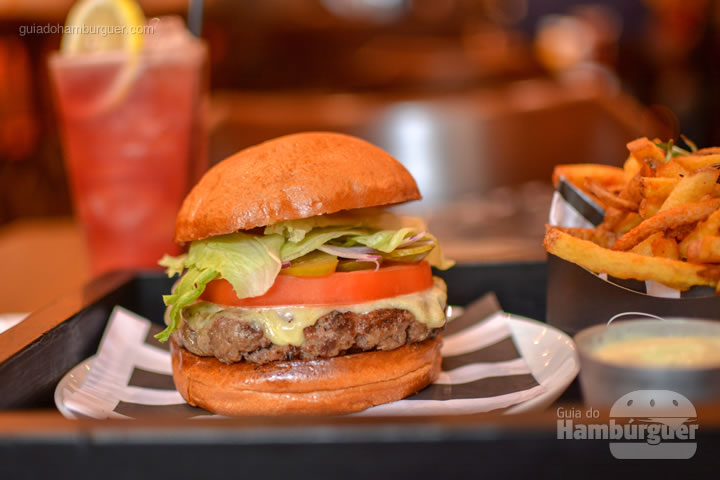 House Burger, o cheese salada da casa - Between Buns