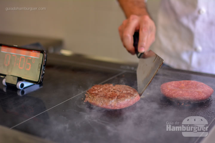 Hambúrguer selado corretamente - Chapa para hambúrguer vitrocerâmica Plana da Evo Pro