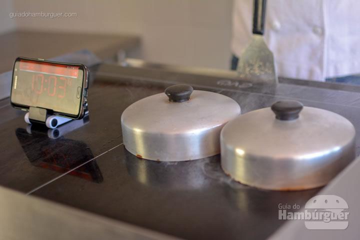 No máximo 30 segundos para o queijo derreter - Chapa para hambúrguer vitrocerâmica Plana da Evo Pro