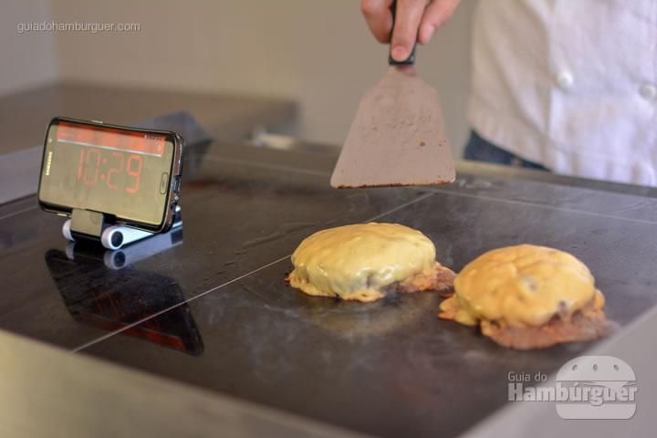 Queijo bem derretido - Chapa para hambúrguer vitrocerâmica Plana da Evo Pro