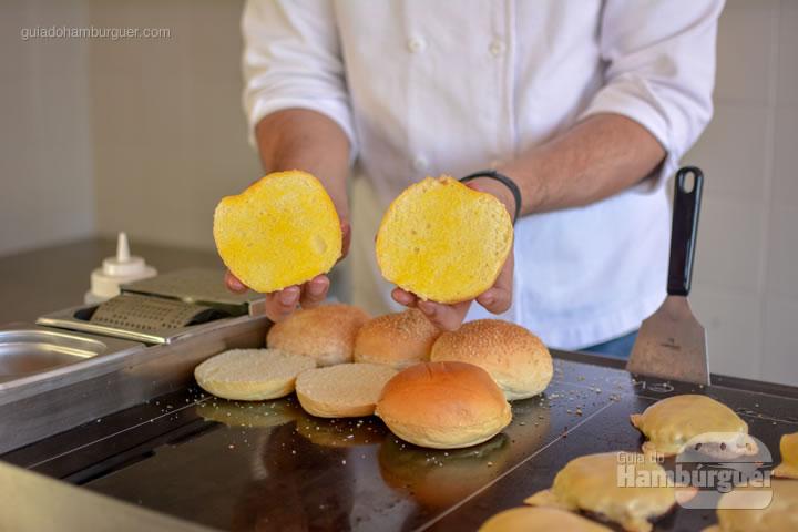 Pão com manteiga espalhada uniformemente - Chapa para hambúrguer vitrocerâmica Plana da Evo Pro