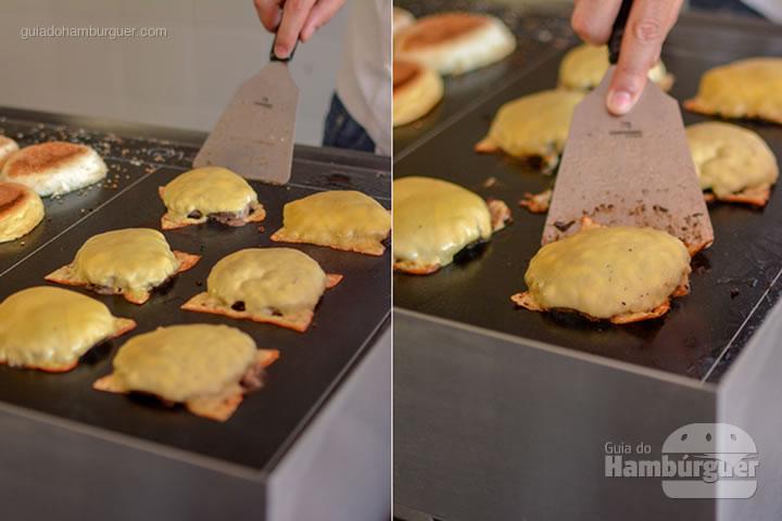Hora de montar o cheeseburger - Chapa para hambúrguer vitrocerâmica Plana da Evo Pro