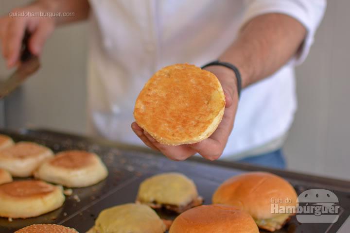 pão selado com perfeição - Chapa para hambúrguer vitrocerâmica Plana da Evo Pro
