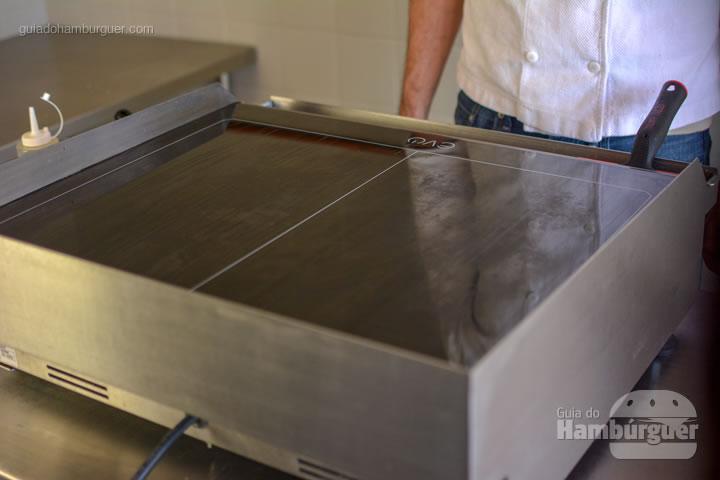 Chapa limpa para o dia seguinte - Chapa para hambúrguer vitrocerâmica Plana da Evo Pro