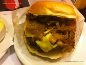 Cheese bacon (x-bacon), cebole frita e maionese à parte