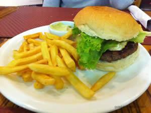 Stairway to heaven, hambúrguer com queijo brie, crocante de cebola, alface e maionose temperada - Jig`s Shopping Ibirapuera