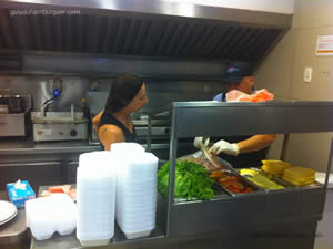 Preparação do sanduíche da Teca - Osnir 42 anos