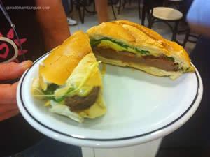 Sanduíche da Teca: Pão frances, filet Mignon, queijo prato, tomate seco e rúcula - Osnir 42 anos